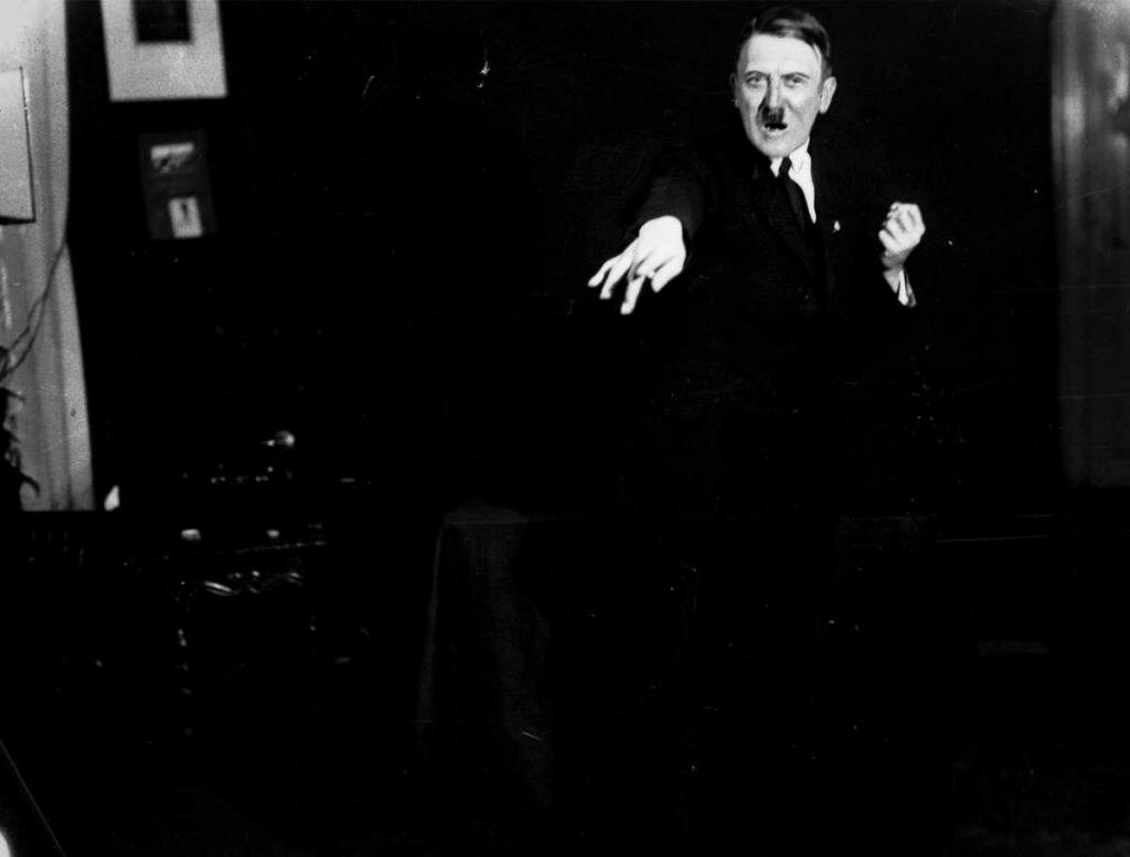 Вірші Гітлера, або Марення психопата?