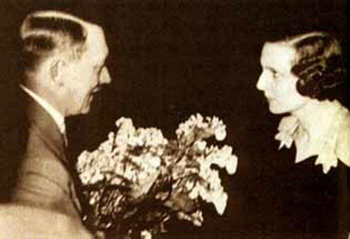 Як Лені Ріфеншталь вечеряла з Гітлером, але вдало впоралася з запропонованої їй ситуацією.