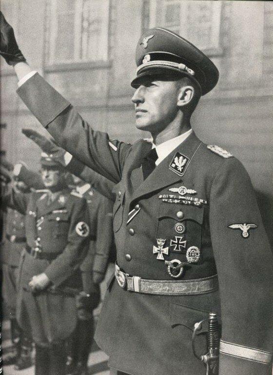Рейнхард Трістан Ойген Гейдріх (ньому. Reinhard Tristan Eugen Heydrich.