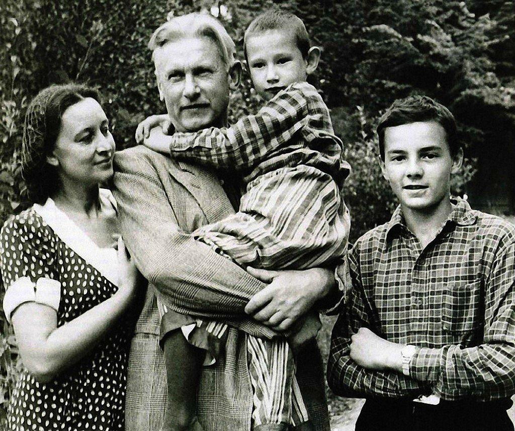 Як пішов з життя письменник Олександр Фадєєв?