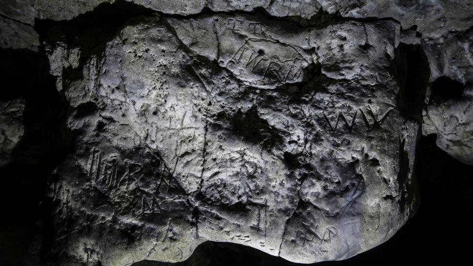Печера відьом з Кресвел-Крэгс: що приховує загадкове підземелля