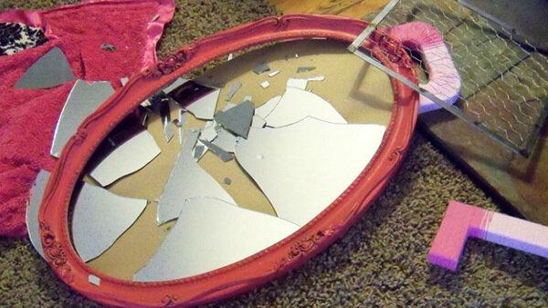 Б'ються дзеркальця-бути сварці.