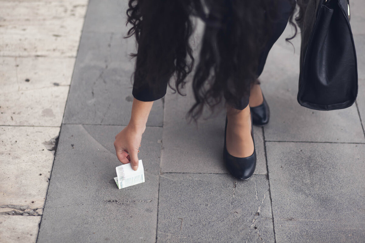 Старовинні прикмети про знайдені гроші на вулиці, дорозі