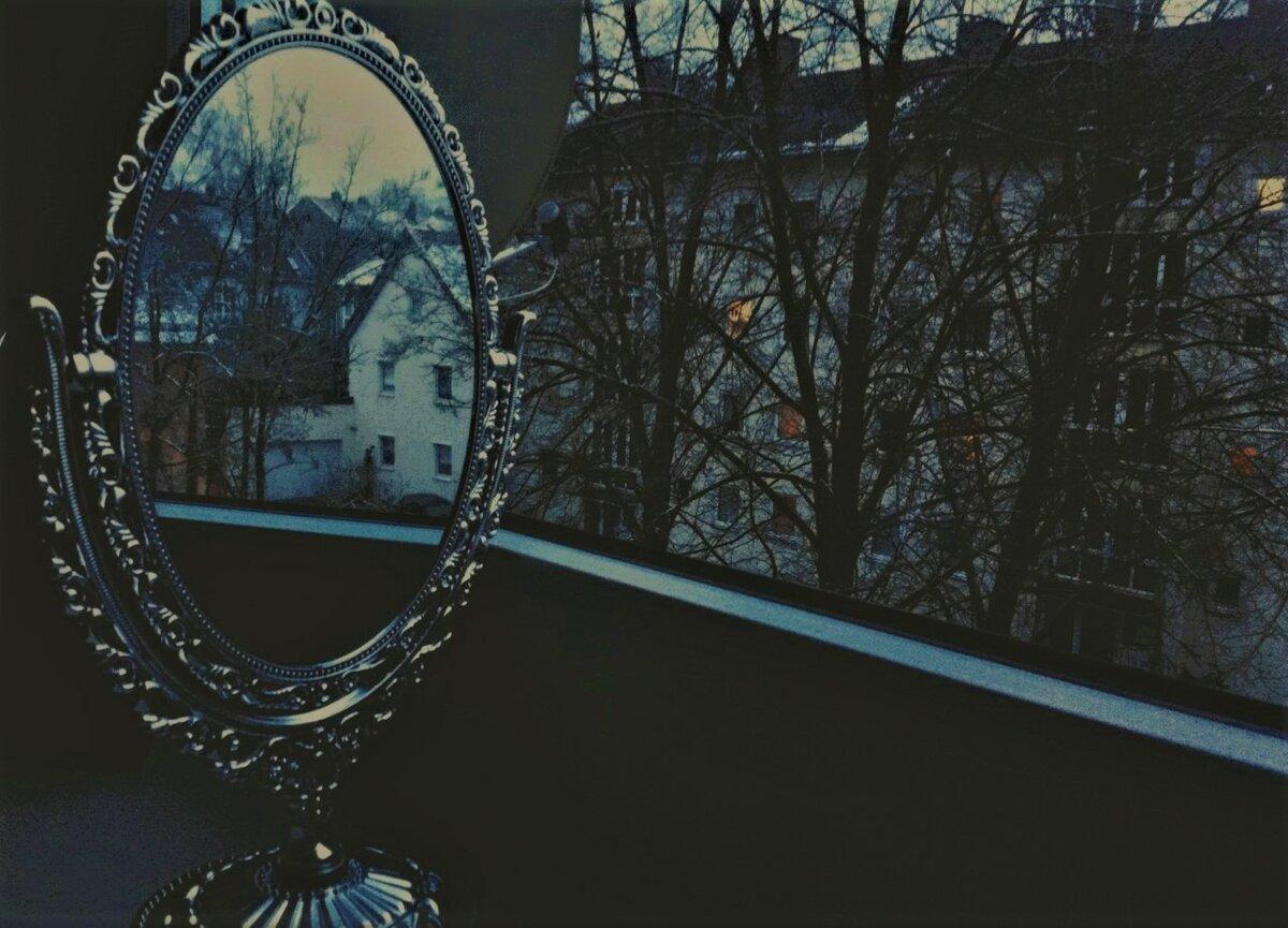Прикмети і забобони пов'язані з дзеркалом .