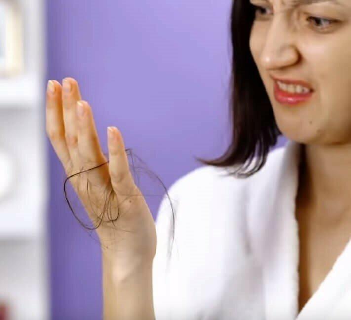 Як зупинити випадіння волосся в домашніх умовах.