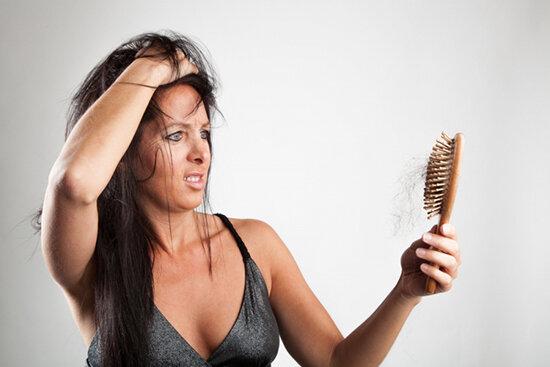 Чому з віком волосся випадає і стоншуються. Як запобігти.