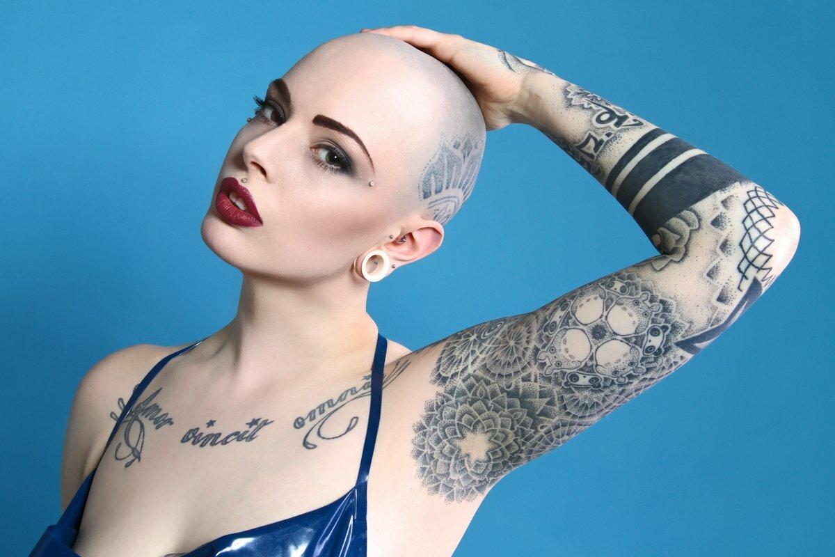 Чому у жінок часто випадає волосся? Є відповідь!