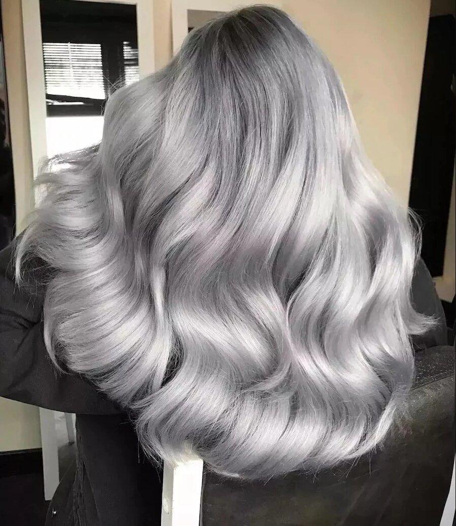 Яким дівчатам підійде попелястий колір волосся?