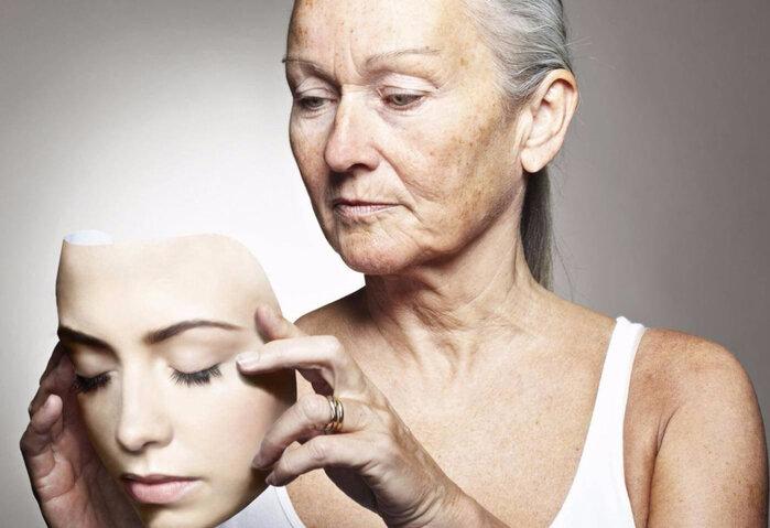 5 ознак старіння, які мудрі дами вміло маскують! Про сивину, брилі, зморшки і бажання бути вічно молодий