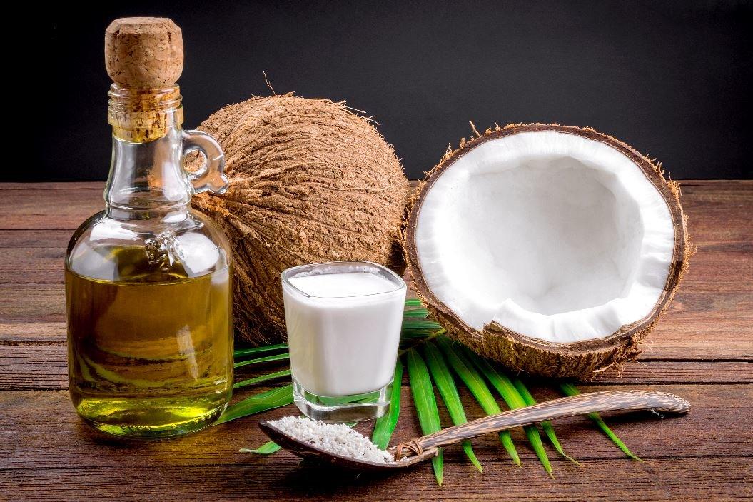 Кокосове масло для волосся: чому воно працює і як ним користуватися, щоб діяло