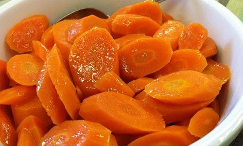 Страви з моркви низькокалорійні (калорійність вареного коренеплоду становить всього 25 ккал на 100 г)