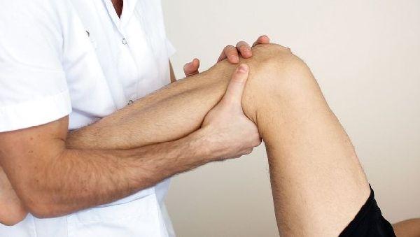 Хвороба Осгуд-Шляттера колінного суглоба у підлітків: лікування, причини та симптоми