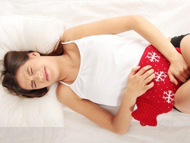 Болі в області пупка у жінок: причини, діагностика, лікування