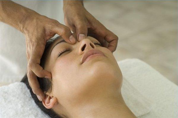 Болить щелепу біля вуха при жуванні
