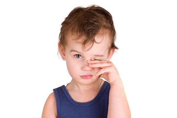 болить очей у дитини