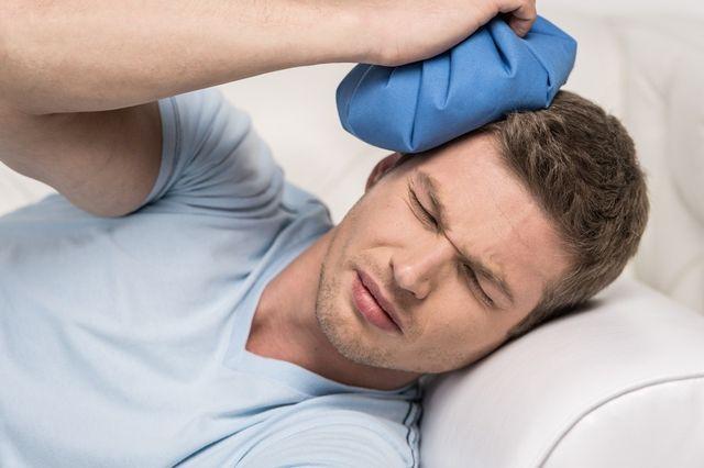 болить голова и тисне на скроні
