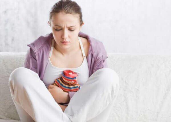 Болить живіт після їжі: причини і симптоми