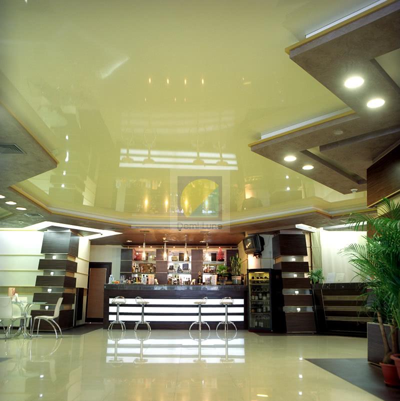 Яркий натяжной потолок: гостиница «Братислава»