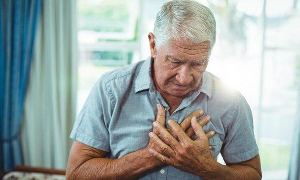 Людині важко дихати