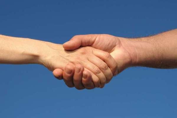 короста передається через рукостіскання
