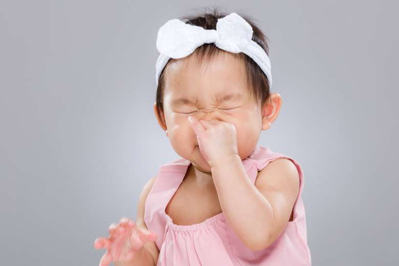 Чихающий дитина