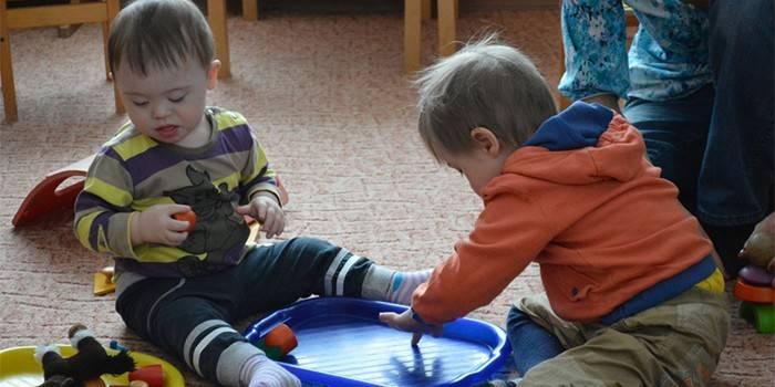 Діти з синдромом Дауна за грою