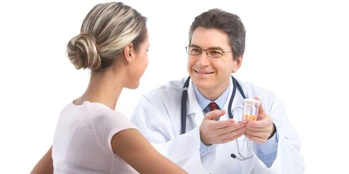 Дівчинка на прийомі у лікаря