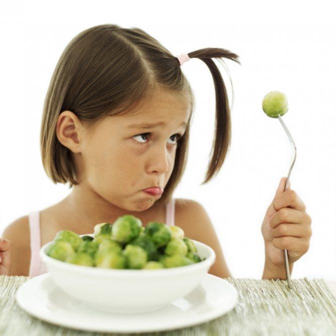 Дівчинка з брюссельською капустою
