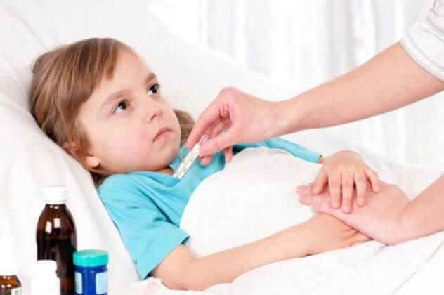 Дівчинка з ентеровірусної інфекцією
