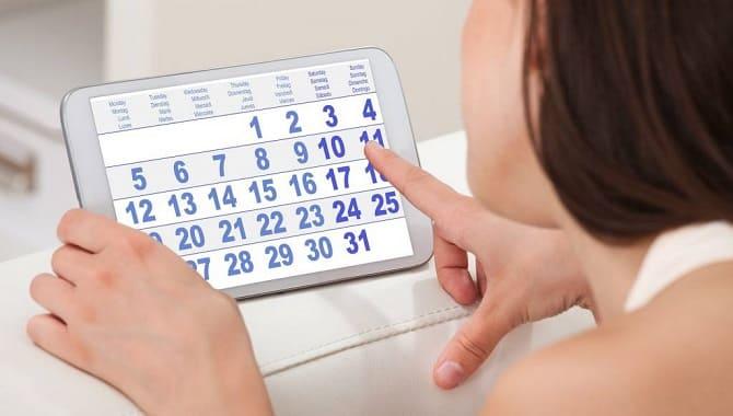 Дівчина з календарем