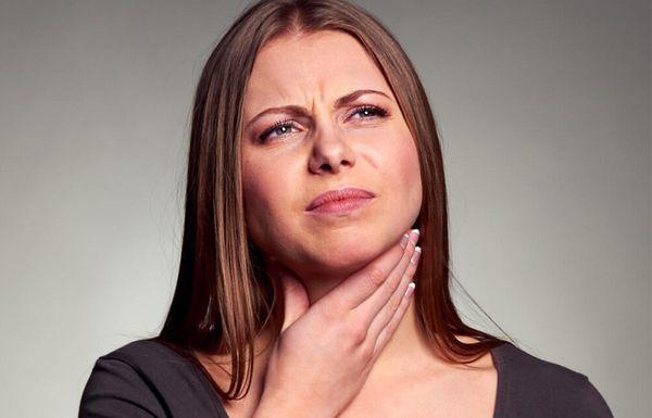Дискомфорт в горлі