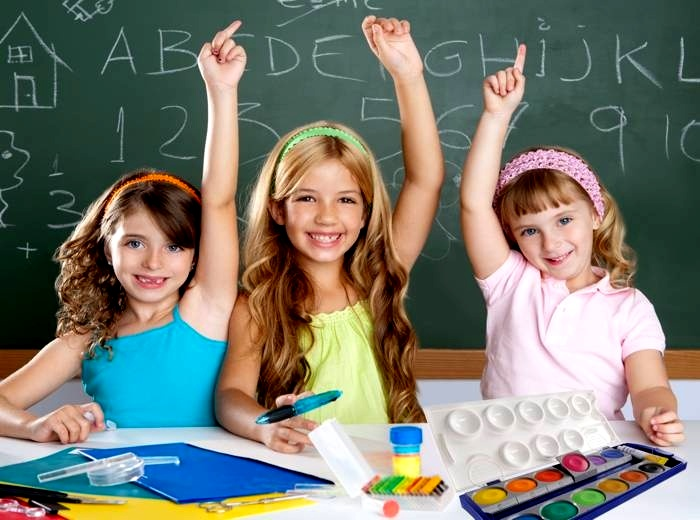 Діти вивчають іноземну мову посміхаючись
