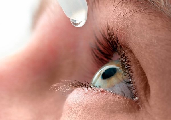 если болить очей, допоможуть очні краплі