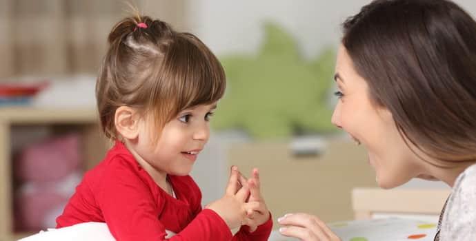 Если дитина заїкається, розмовляю з ним Повільно и спокійно
