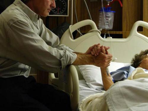 Якщо стара людина пожовтів. Як піклуватися про вмираючого родича?
