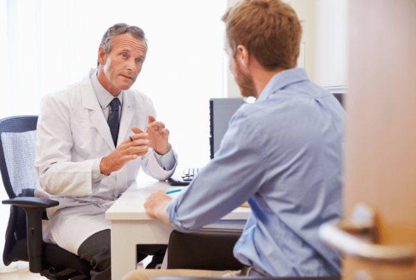 Фото: консультація у лікаря дерматолога