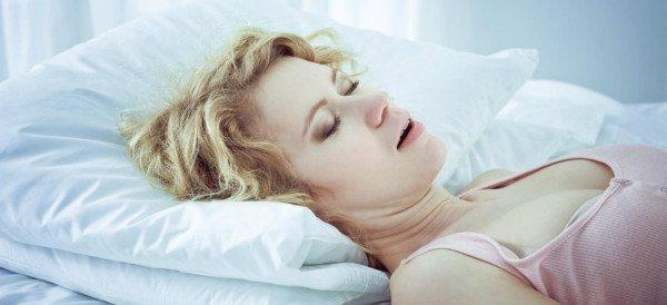 Фото: підвищена пітливість під час сну у жінок