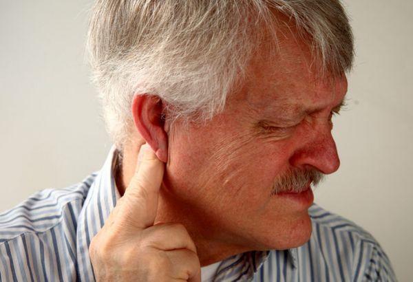 Глухонімота у чоловіка
