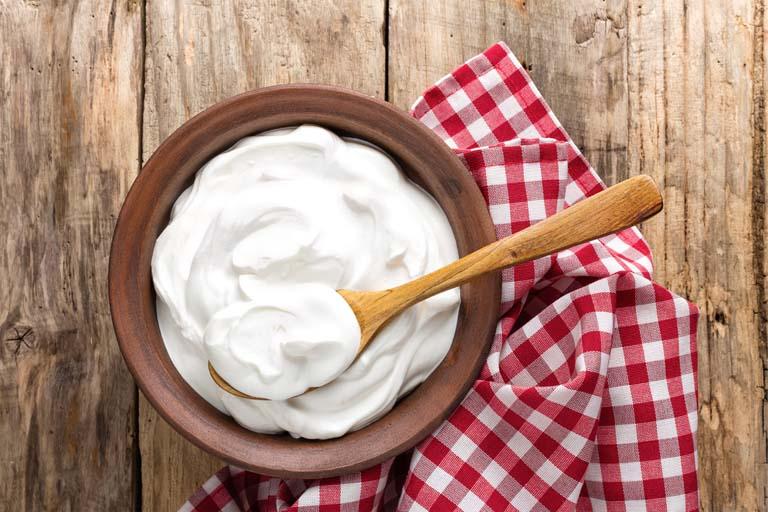 Домашній Наріне виготовлений на основі незбираного молока та закваски