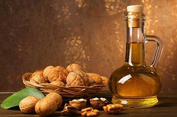 Волоські горіхи і мед
