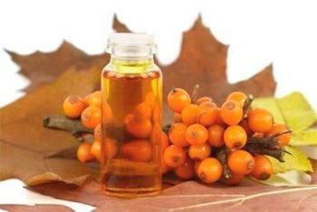 До народними рецептами при виразці шлунка відносять вживання обліпихової олії