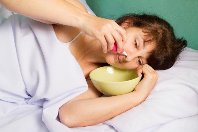 Як правильно промивати ніс при нежиті і які народні методи можуть бути небезпечні: поради отоларинголога