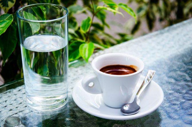 кава з водою