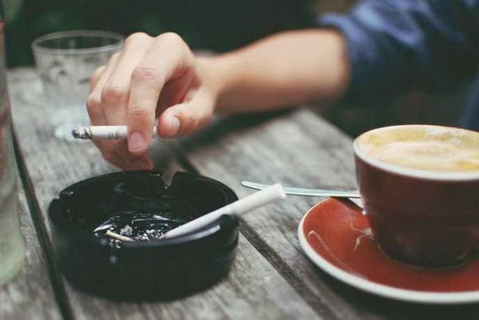 Куріння і жовтий наліт