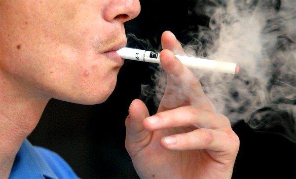 Куріння може спровокувати кашель