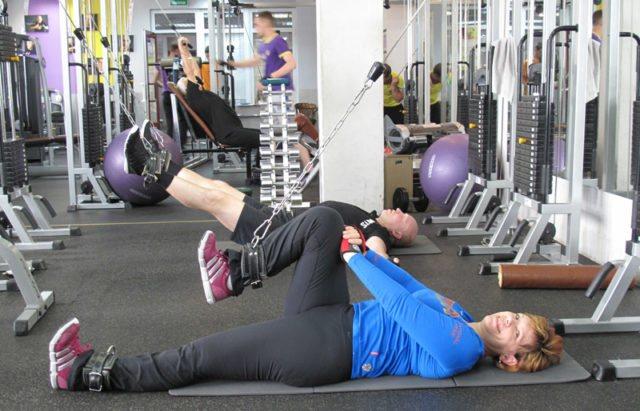 Лікувальна гімнастика сприяє зміцненню м'язів, поліпшенню стану судин, нормалізації кровотоку і в цілому оздоровленню організму
