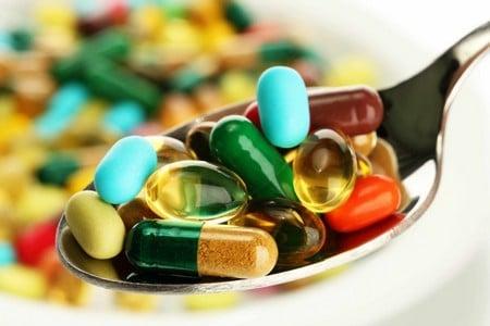 Ложка таблеток і капсул