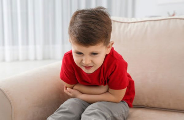 Хлопчика скрутило від болю в животі