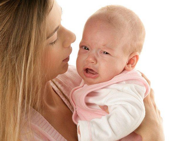 Немовля на руках