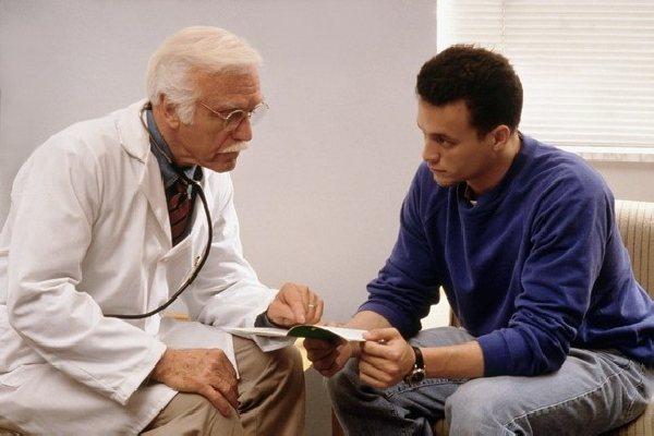 Чоловік у лікаря